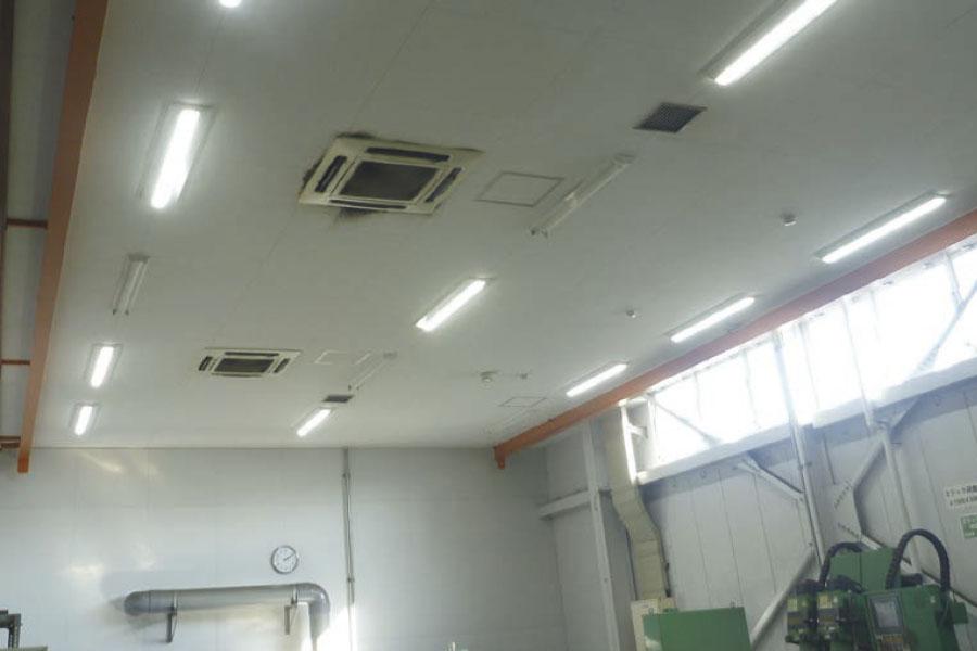 一体型LEDベースライト使用例