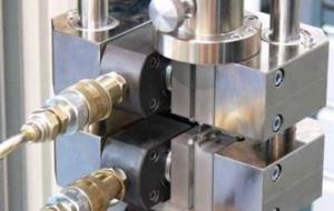 油圧複合材圧縮冶具(HCCF)